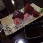 明石屋 - 真鯛とマグロ刺身