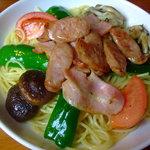 パスタビーノ・ハシヤ - 料理写真:ベーコン・ソーセージと野菜のお醤油味