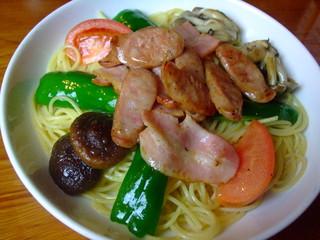 パスタビーノ・ハシヤ 南口店 - ベーコン・ソーセージと野菜のお醤油味