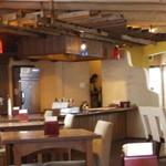 ソガベ西条西洋料理 - 落ち着いた店内。雰囲気がいい!