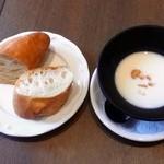 29832234 - フランスパン(オリーブオイルをつけて頂く)ビシソワーズ