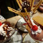 Karafuneyakohi - 上 チョコパイカスタードパフェ  左 チョコレートパフェ  右 いちごミルフィーユパフェ