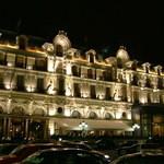Hôtel de Paris Monte-Carlo - 夜はライトアップされて、ゴージャスです