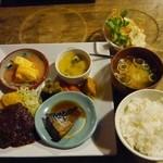 Moon Talk - 本日のオススメの 煮鯖 とんかつ特製デミグラスソース 明太子出汁巻き 副菜 ご飯 お汁 デザート付き