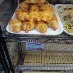 Fresh Bakery LOAF - コチラはウインナークロワッサン