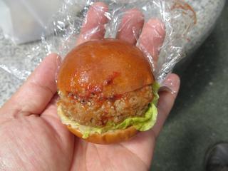 大須ベーカリー - ちびバーガー(130円)