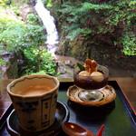 滝カフェ 器楽々 - ミニぜんざい、ドリンクセット ¥800