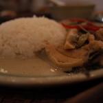 CHANG-NOI - CHANG-NOI(チャンノイ)の鶏肉のグリーンカレー、店の照度を反映しました。(14.08)