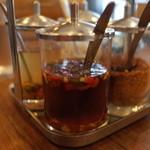 CHANG-NOI - CHANG-NOI(チャンノイ)の薬味はナンプラー・酢・チリ(鷹の爪)・シュガー(14.08)