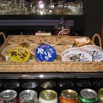 缶's bar 團藏 - 料理写真:メニューには缶詰も数多く用意されています。