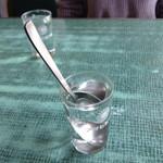 だるま食堂 - スプーン入り水