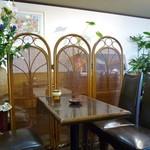 カトレア - 店内(花や緑がたくさん)