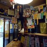 居酒屋 ゆうちゃん - カウンターの狭い店。