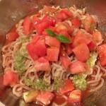 オサカナトンチャン - 「冷たいトマトのぶっかけ麺/中(800円)」。トマトの質の良さもさることながらスープが美味!好き嫌いは別れるかも知れませんが♫