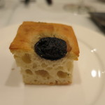 ISHIDA - 自家製パン 黒オリーブとローズマリーのフォカッチャ