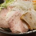 麺や真登 - 真空低温調理チャーシューと豚バラチャーシュー