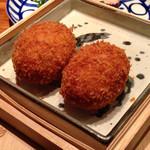 29862005 - 桐箱に入ってくる蟹肉90%のコロッケ!