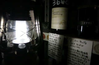 ブラーチェ・エ・ヴィーノ・ジジーノ - 地下のワイン蔵から自分でワインをセレクト。鍵とランプを渡されます。