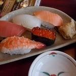 華屋与兵衛 - セットの寿司