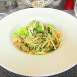 29869612 - 海老と茄子のスパゲッティーニ ホワイトセロリとイタリアンパセリの香りをのせて