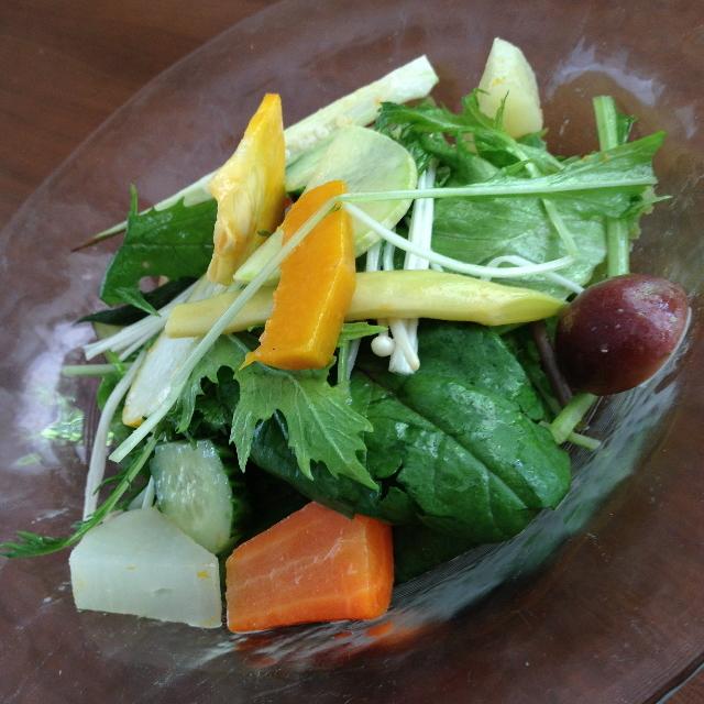 La suite - ムニュー プレジール(1,650円)の前菜「有機・季節野菜のサラダ」2014年8月