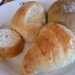 フォルクス - 焼きたてパン1