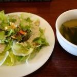 ビストロ ラ キュイジーヌ - (2014/6月)ランチにつくサラダとスープ