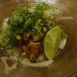 南や北や - 媛っこ地鶏のわら焼き炙りたたき:756円