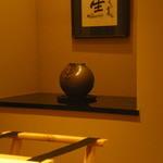 すき焼 藤尾 -  飾ってある壺です。