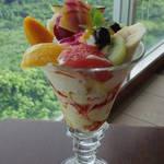 Cafe やぶさち - フルーツパフェ