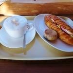 粉ひきの ゴーシュ - ヴィエノアサンド・パンオノアにカフェラテ