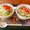 RuLers TACORiCE - 料理写真:アボカドタコライス?だったかな、と、BBQタコライス(右)