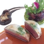 29886351 -  Roast Fillet of Veal, Provence Style                         ☆仔牛フィレ肉のロティ プロヴァンス風                                                  赤キャベツのなかは子牛の胸腺!大人になったら固くて食べられないんだとか。