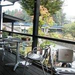 cafe-dining Kan-KURA - テラス席。ひざかけが置いてありました。