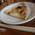 cafe-dining Kan-KURA - 「ゴルゴンゾーラのピザ」と割り箸