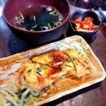 やきにく亭登斗 - ランチセット これにサラダとご飯が付く ご飯は白米とねぎゴマから選択出来る