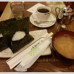 カフェ珈人 - Aセット おにぎり(鮭・梅)お味噌汁・ドリンク付き ¥680