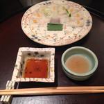 日本料理 太月 - お造り                           マコガレイ薄造り       鰹の酒盗       紅葉おろし