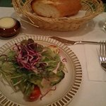299229 - サラダとパン バターケースがとにかくレトロ