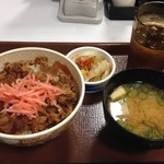 すき家 - 牛丼並 250円(税抜)+お新香セット100円(税抜)