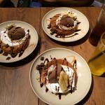 29900606 - 本日のデザートは、チョコバナナのパンケーキ。