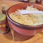 手打蕎麦 たなぼた庵 - テーブルの上には揚げ玉がど~んと置かれてます
