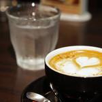 タウンスクエア コーヒー ロースターズ - Wアーモンドラテ