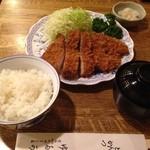 ロースかつ定食(2,000円)