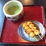 宮ヶ瀬茶屋 花かげ - みたらし団子とお抹茶のセット