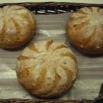 ベーカリー ウェールズ - NEW !   白神天然酵母オレンジパン(数量限定)     360円