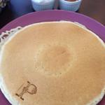 29932230 - キャラメルソースとホイップクリームのパンケーキ。