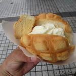 世界で2番めにおいしい焼きたてメロンパンアイス - 焼きたてメロンパンアイス 350円