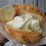 世界で2番めにおいしい焼きたてメロンパンアイス - バニラアイスがたっぷり~♪