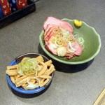 支那そば めでた屋 - おつまみチャーシュー400円+サービスメンマ